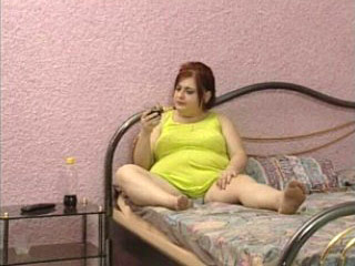 Fatty slut in a bed - Video Fatties